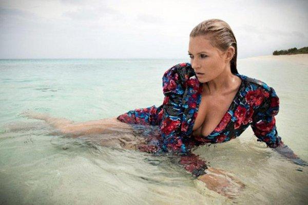 Супермодель Кейт Мосс устроила «жаркую» фотосессию на пляже