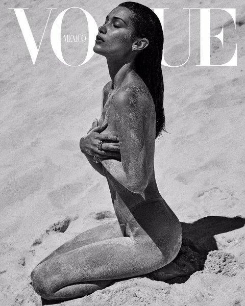 Белла Хадид снялась на пляже топлес для Vogue