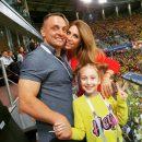 Аскольд Запашный впервые сводил жену и дочку на футбол