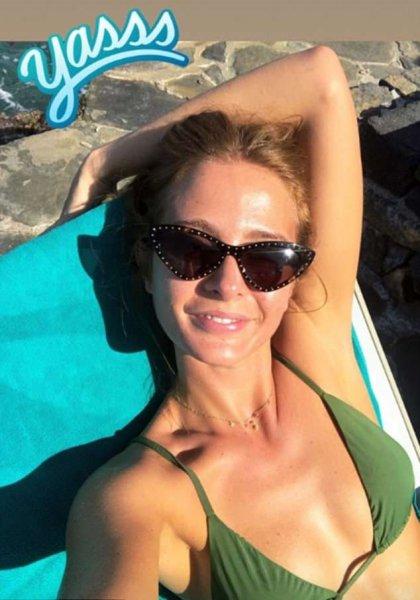 Милли Макинтош в бикини похвасталась медовым месяцем на Крите