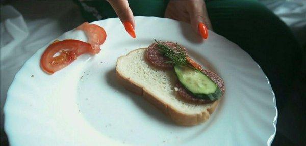 Ольга Бузова показала свой «нищебродский» завтрак на гастролях