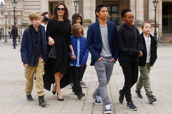 Анджелина Джоли светится от счастья из-за того, что может проводить время с детьми