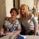 50-летняя Валерия возит похудевшую пожилую мать за собой по Европе