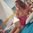 Наталья Могилевская показала, как отдыхает на пляже