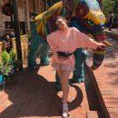 «И правда, слон»: Фанаты ужаснулись толстым ногам Вики Дайнеко