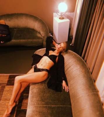 Известная модель показала стройную фигуру в бикини