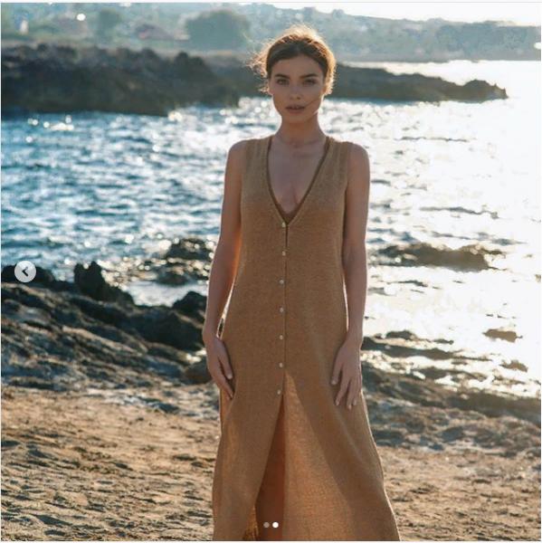 Лена Темникова взорвала Сеть в «бабушкином» платье без белья