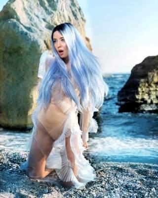 Надя Дорофеева сфотографировалась в образе русалки