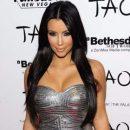 Ким Кардашьян показала фотографию в нижнем белье