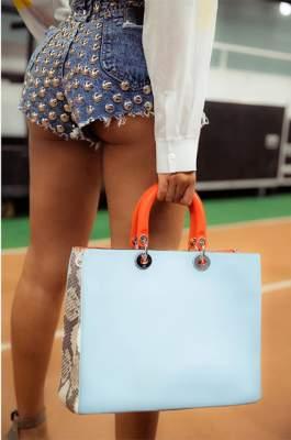 Бейонсе показала роскошную фигуру в коротких шортах