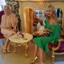 Валерия в золотых туфлях восхитила фанатов дерзким образом