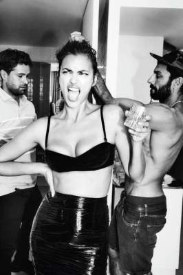 Ирина Шейк устроила яркую фотосессию в бикини