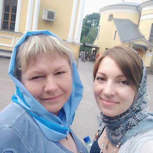 Неадекватная, точно: Пользователи напустились на Волочкову из-за религиозной фотографии