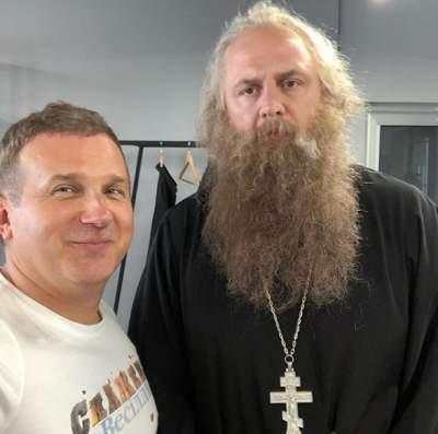 Юрий Горбунов сфотографировался с Потапом, переодетым в священника