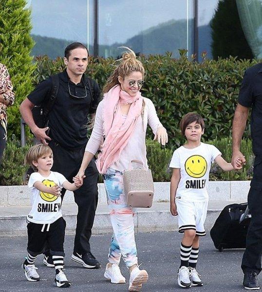 «Какие красавцы!»: Фанаты восхитились внешностью сыновей Шакиры