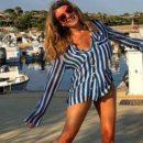 42-летняя Жанна Бадоева показала безупречную фигуру