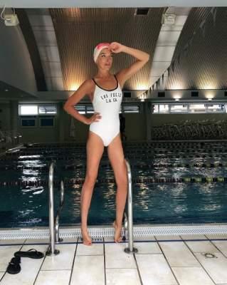 Известная украинская ведущая показала фигуру в купальнике
