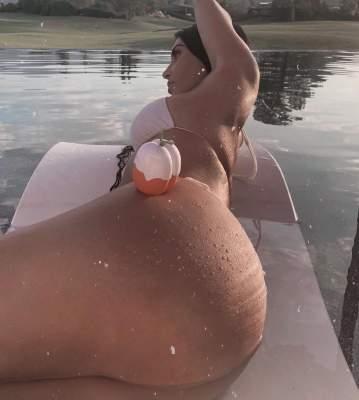 Ким Кардашьян продает свои духи при помощи ягодиц