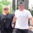 Хью Джекмана видели на свидании с 62-х летней женой