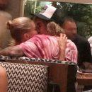 Джастина Бибера и Хейли Болдуин застали целующимися в ресторане