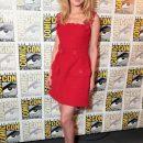 Эмбер Хёрд пришла в алом платье на Comic-Con, где дебютировал трейлер боевика «Аквамен»