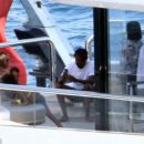 Папарацци сфотографировали Бейонсе и Джей Зи на яхте