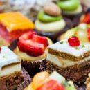 Диетологи назвали факторы, провоцирующие употребление сладкого