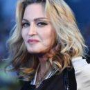 Известная модель обвинила Мадонну в сексуальных домогательствах