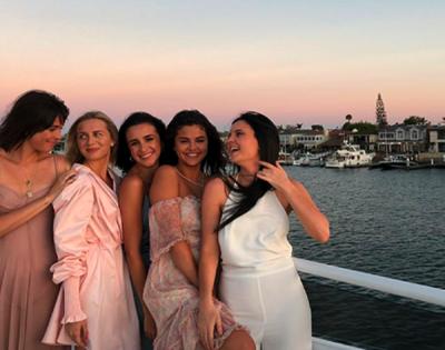 Селена Гомес отметила день рождения на яхте