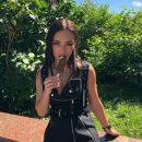 Ольга Серябкина раззадорила подписчиков эротичным поеданием мороженого