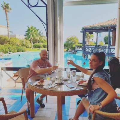 Влад Яма поделился снимками отдыха с женой