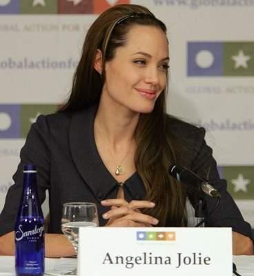 Анджелина Джоли рассказала фанатам о проблемах
