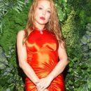 Тина Кароль примерила роскошное платье