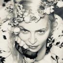 59-летняя Мадонна позировала в провокационном мини и чулках