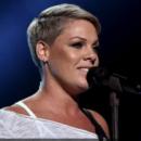 Известная певица неожиданно отменила концерт