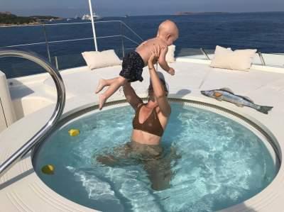Ксения Собчак показала фотографии с маленьким сыном