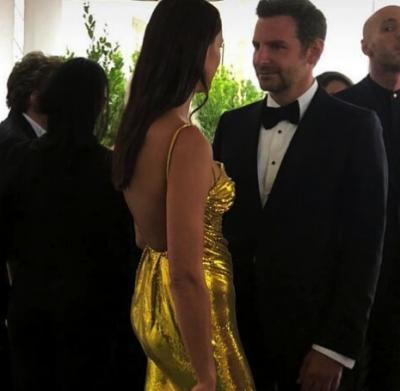 Ирина Шейк засветила роскошное платье на популярном кинофестивале