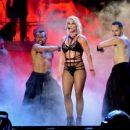 Бритни Спирс показала неидеальную фигуру