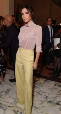 Виктория Бекхэм похвалилась стройной фигурой