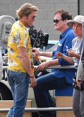 Брэда Питта сфотографировали на съемочной площадке с Тарантино