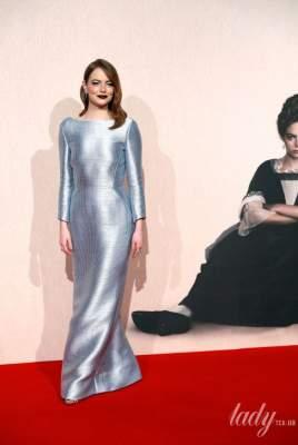 """Звезда """"Ла-Ла Ленда"""" покрасовалась в мерцающем платье от Louis Vuitton"""