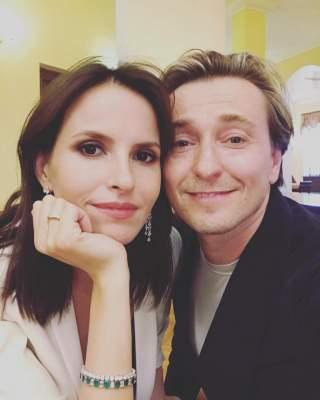 Сергей Безруков прокомментировал отношения с супругой