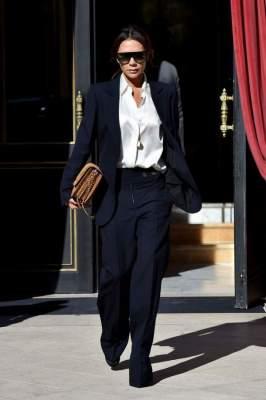 Викторию Бекхэм сфотографировали в стильном костюме мужского кроя