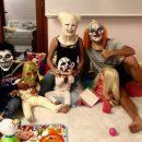 Роналду с семьей переоделись в жутких клоунов на Хэллоуин