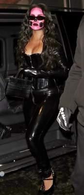Похудевшая Рианна похвасталась фигурой в латексном наряде