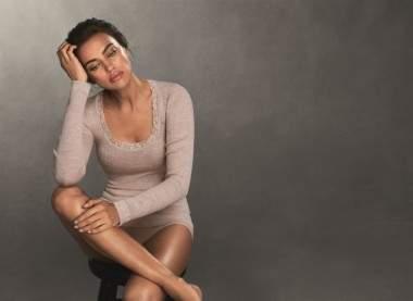 Ирина Шейк похвасталась стройными ногами