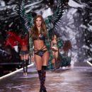 Глава Victoria's Secret не выдержала критики и подала в отставку