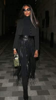 Наоми Кэмпбелл вышла на улицы Лондона в стильном наряде