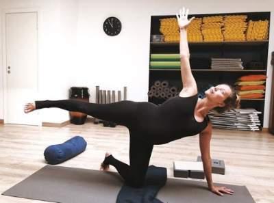 Беременная Регина Тодоренко показала, как она занимается йогой