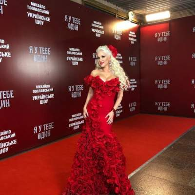 Миллион алых роз: украинская певица удивила платьем